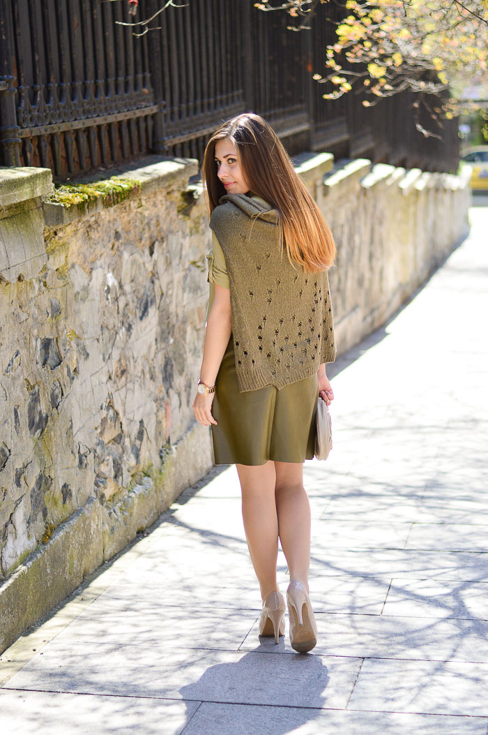 Daily Look in Khaki Denina Martin