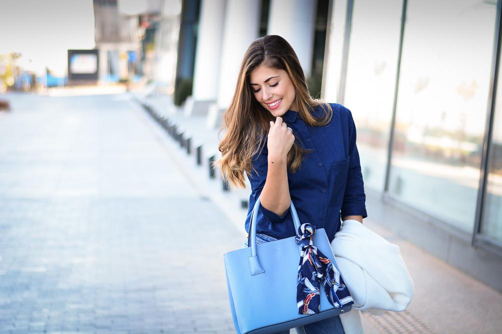 Blue-Flare-Jeans-Look-Denina-Martin-10