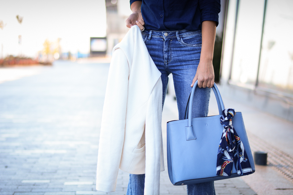 Blue-Flare-Jeans-Look-Denina-Martin-9