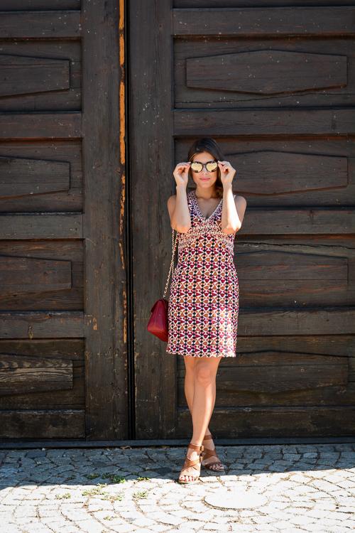 Desigul Dress Trussardi Bag Guess Sunglasses