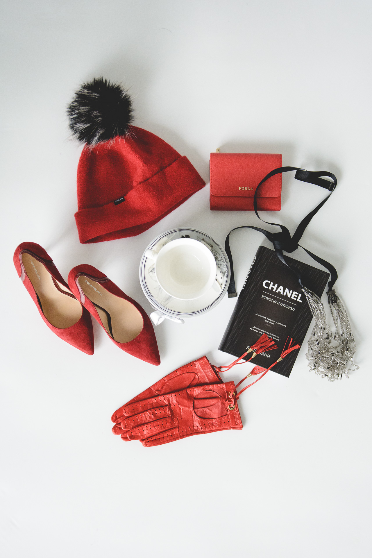 Christmas gift chanel book marella hat liu jo gloves