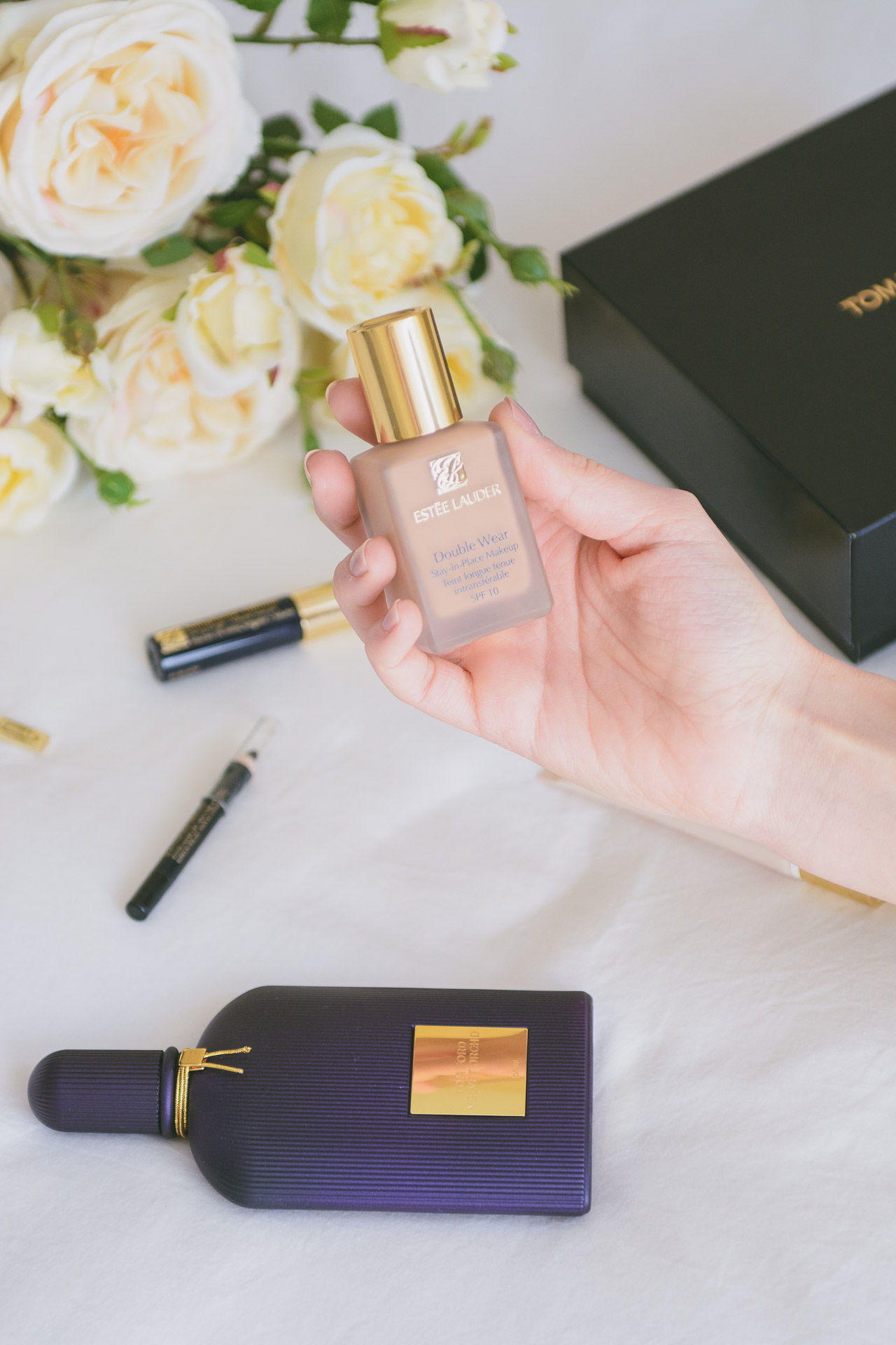 Este Lauder Double wear foundation beauty product