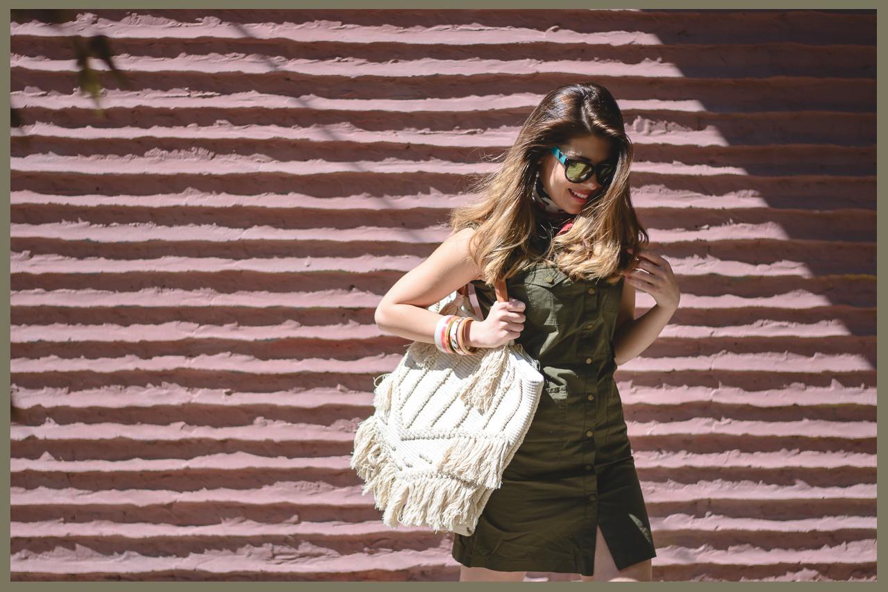Моден блогър Денина Мартин каки рокля