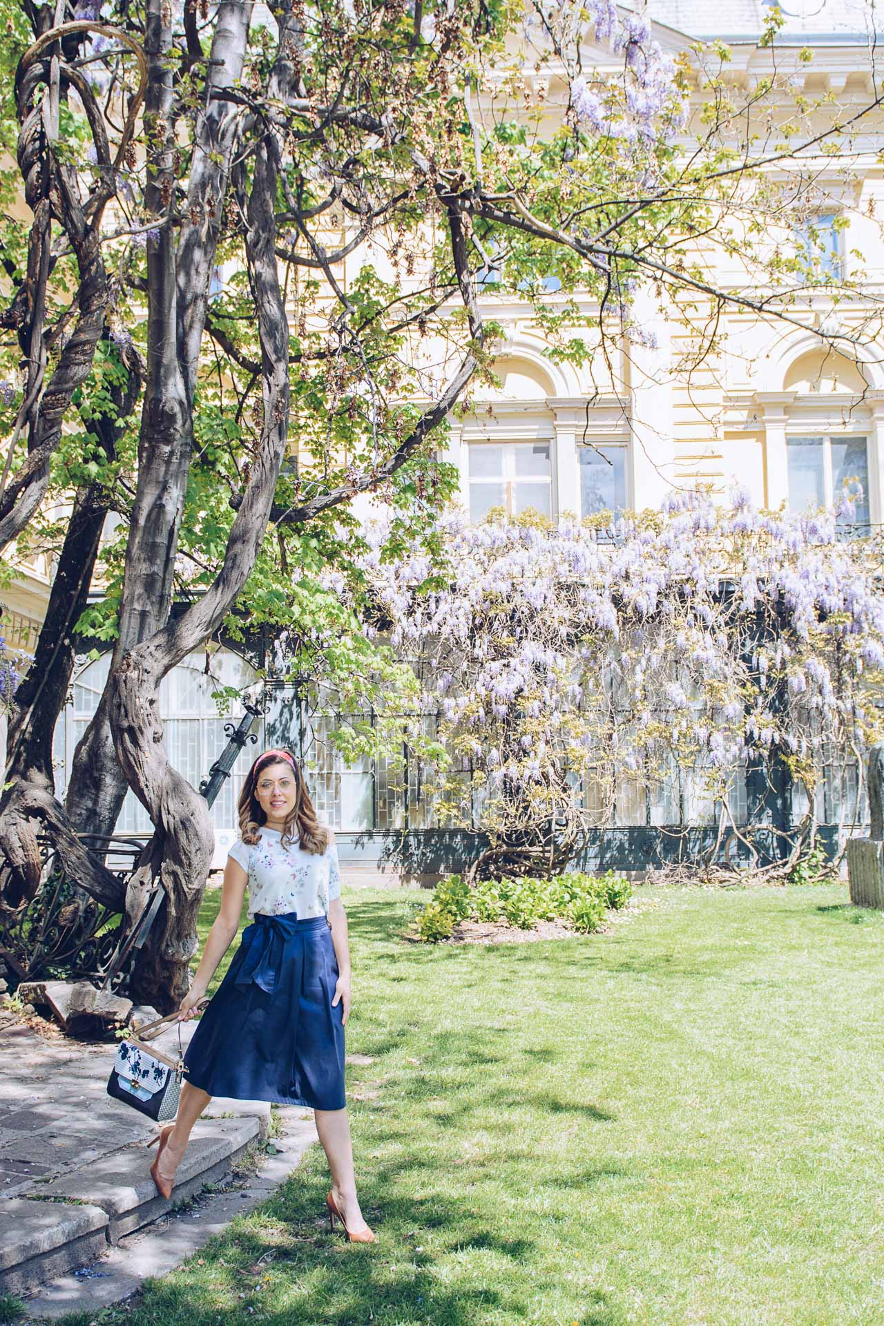 Blogger Stylish Spring Outfit Skirt
