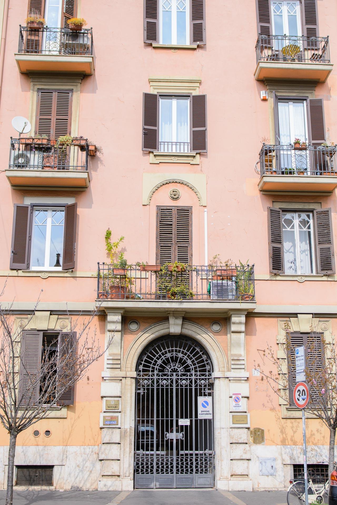 Rome travel guide blogger