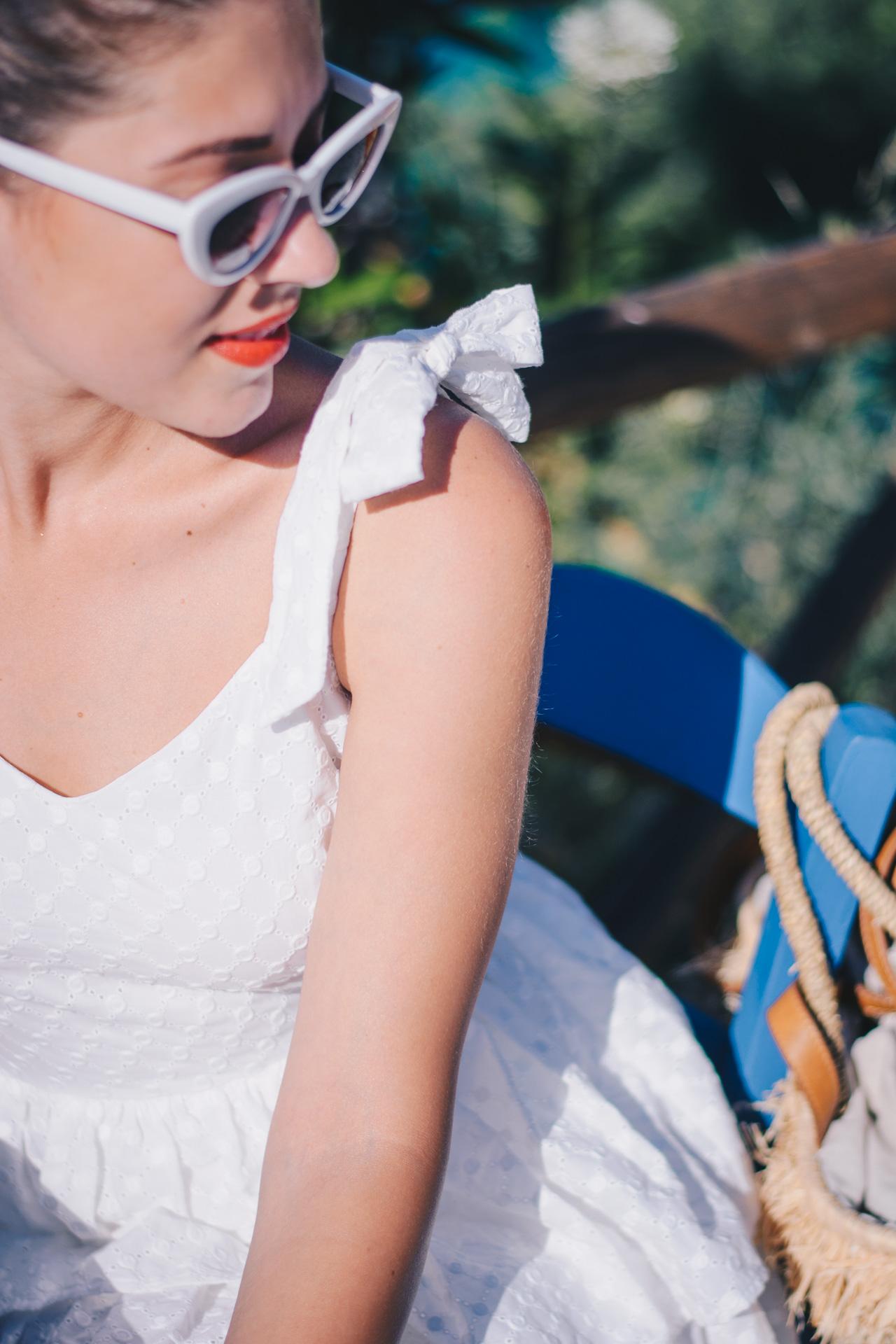 ретро очила бяла мини рокля