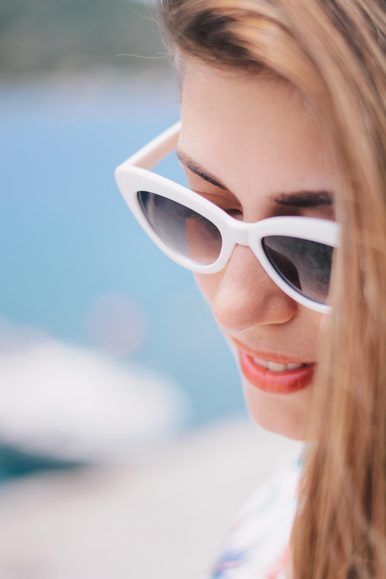 Retro sun glasses blogger