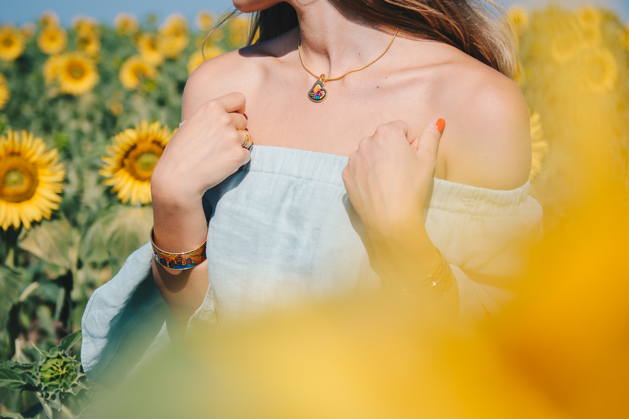 Details freywille sunflowers