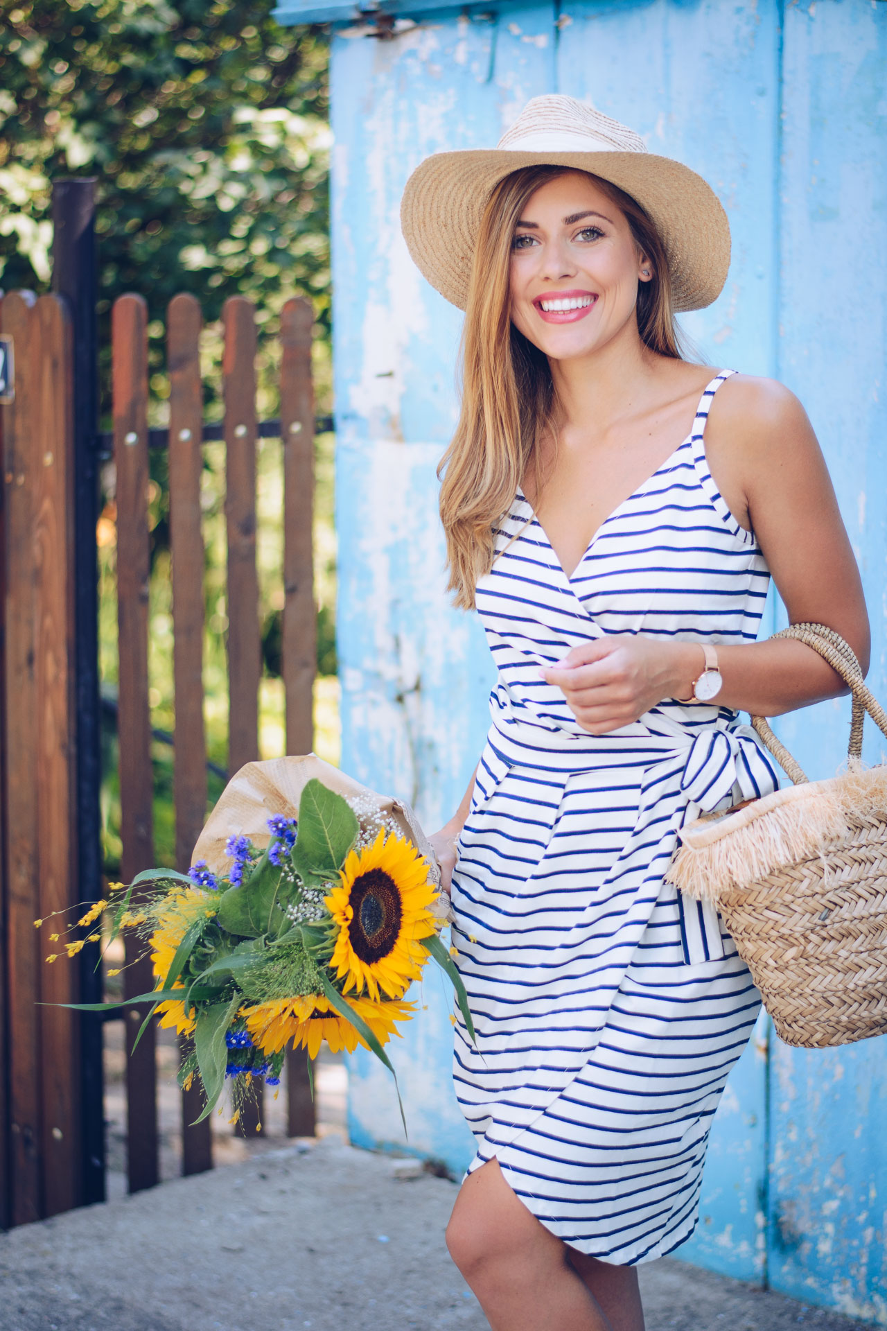 Marine striped dress fashion blogger