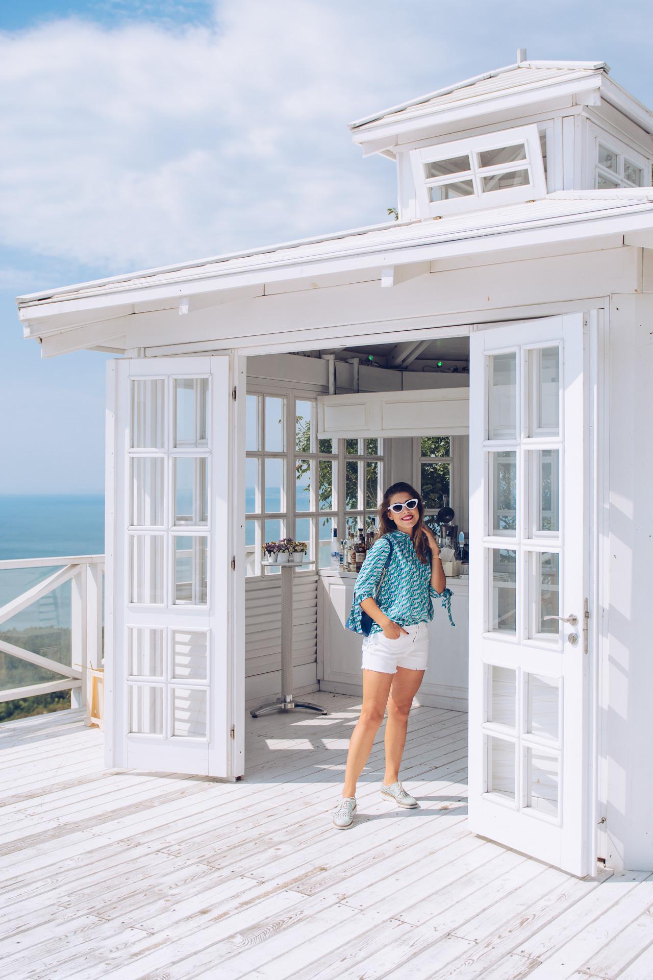 Lighthouse fashion blogger