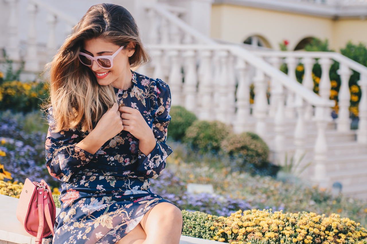 Romantic floral dress fashion blogger