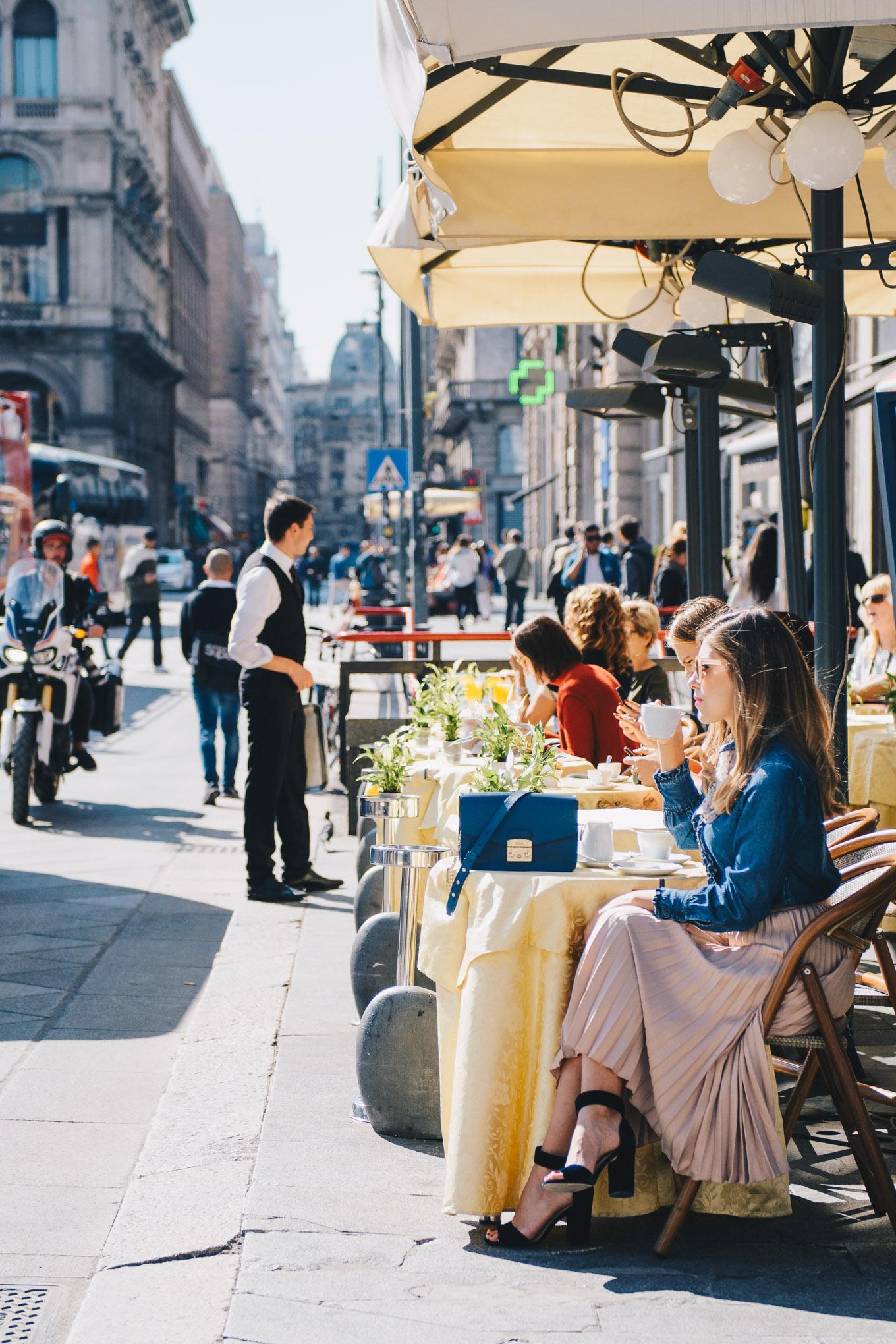 MIlan cafe at Duomo