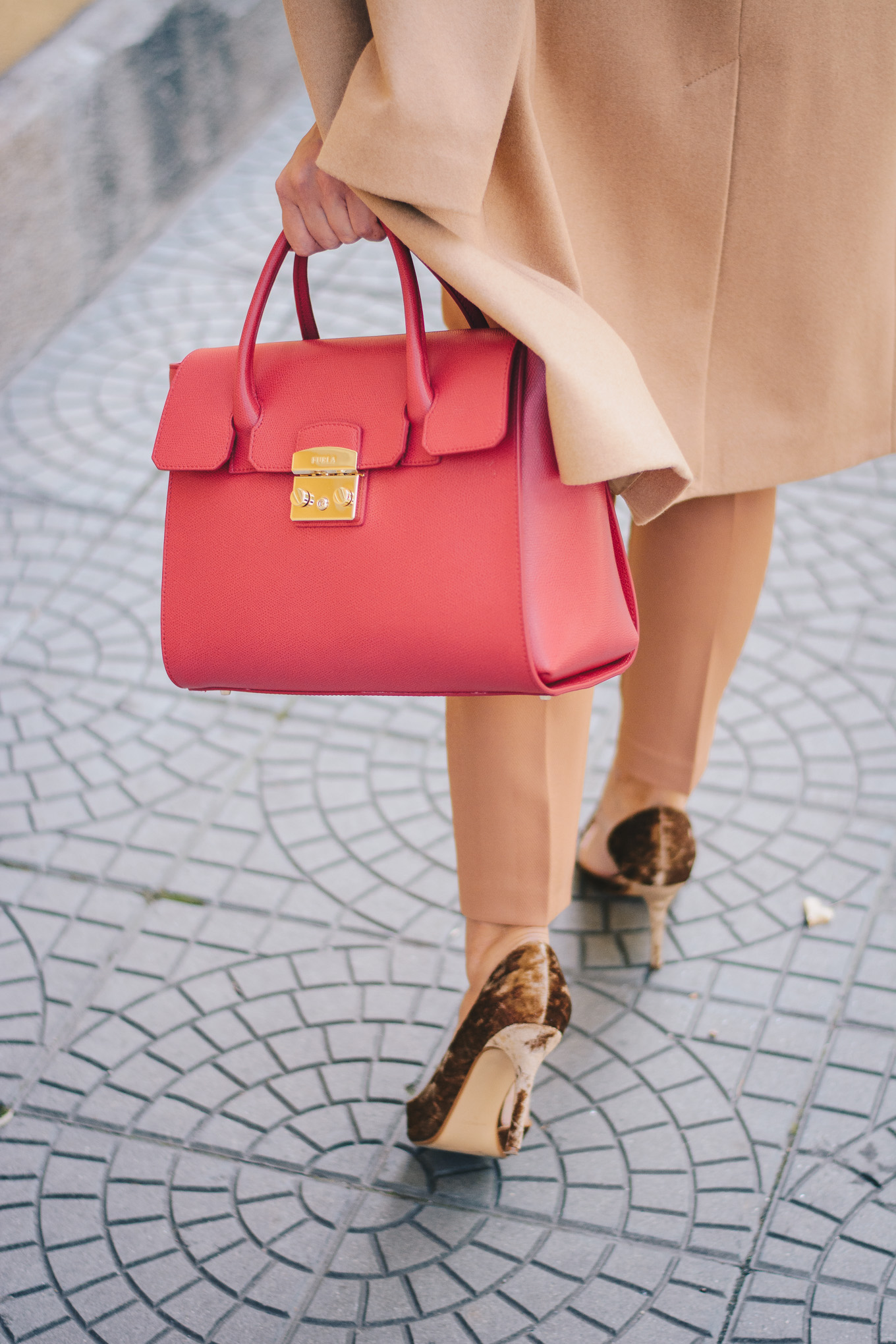 walking in style furla