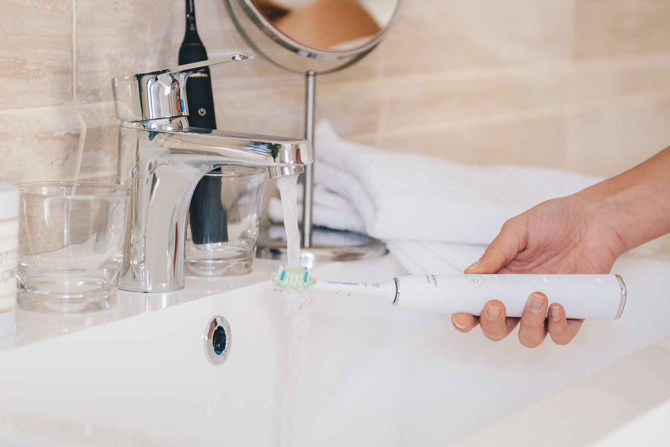 Cleaning sonicare diamondclean toothbrush