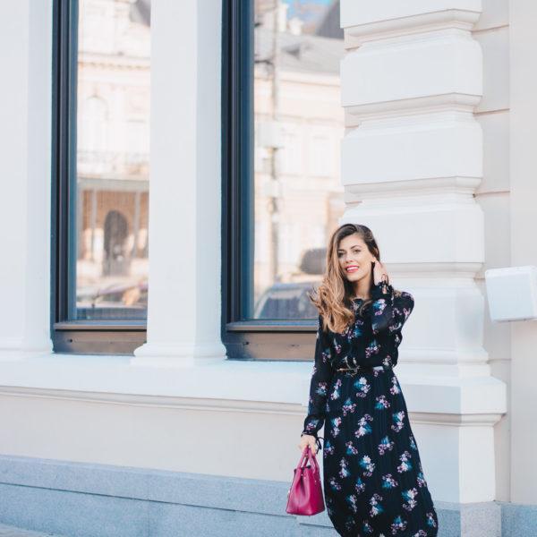 флоралната рокля, която всички харесват The Floral Dress Everyone Likes