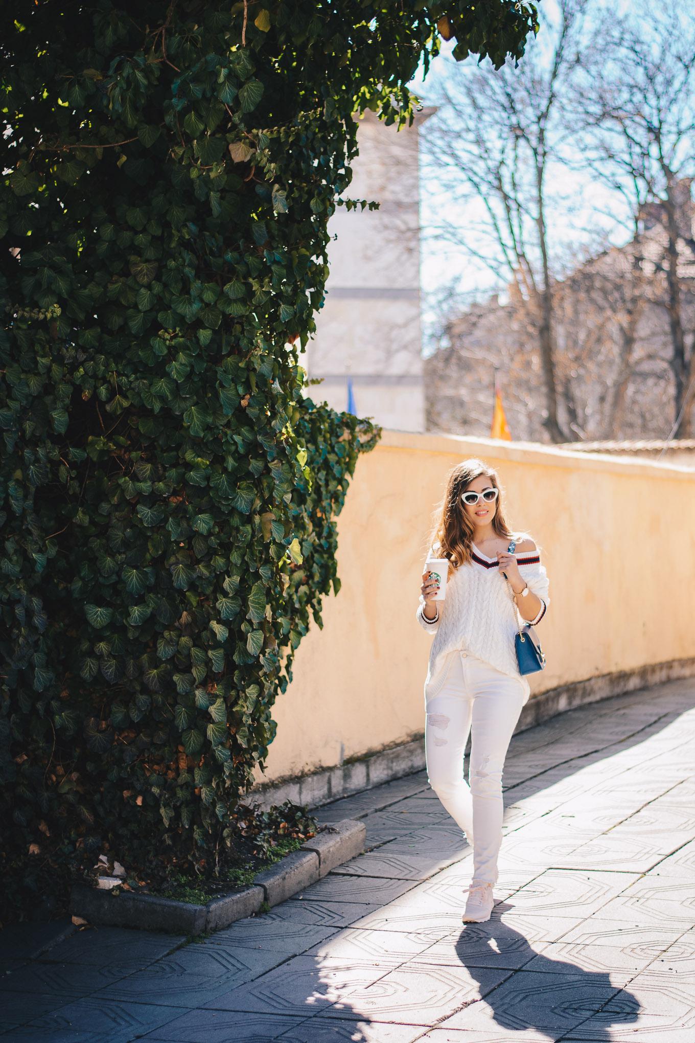 Style blogger in lite tones