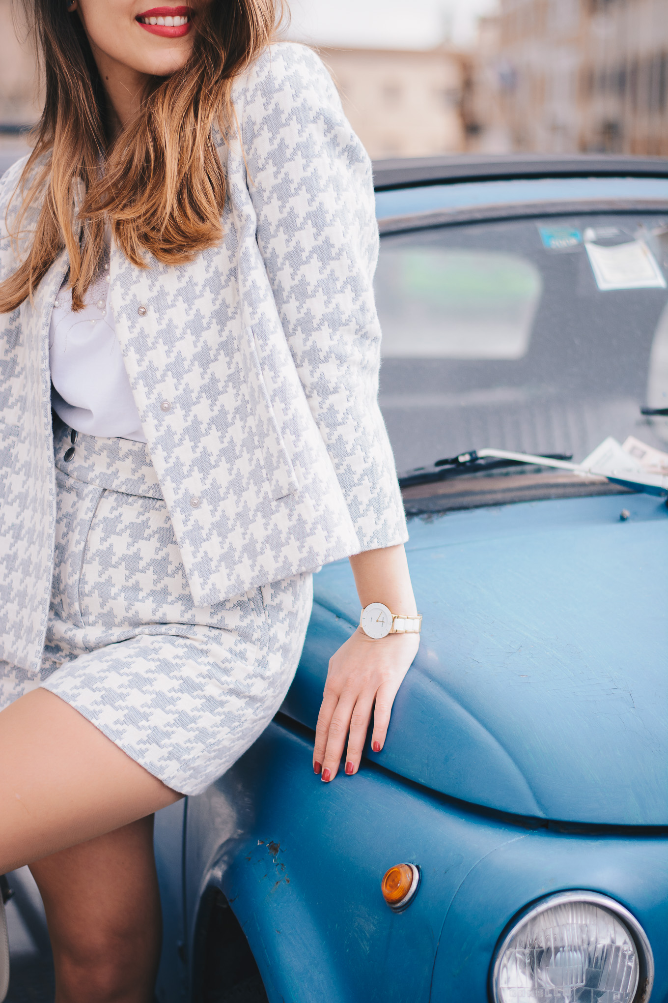 style houndstooth suit
