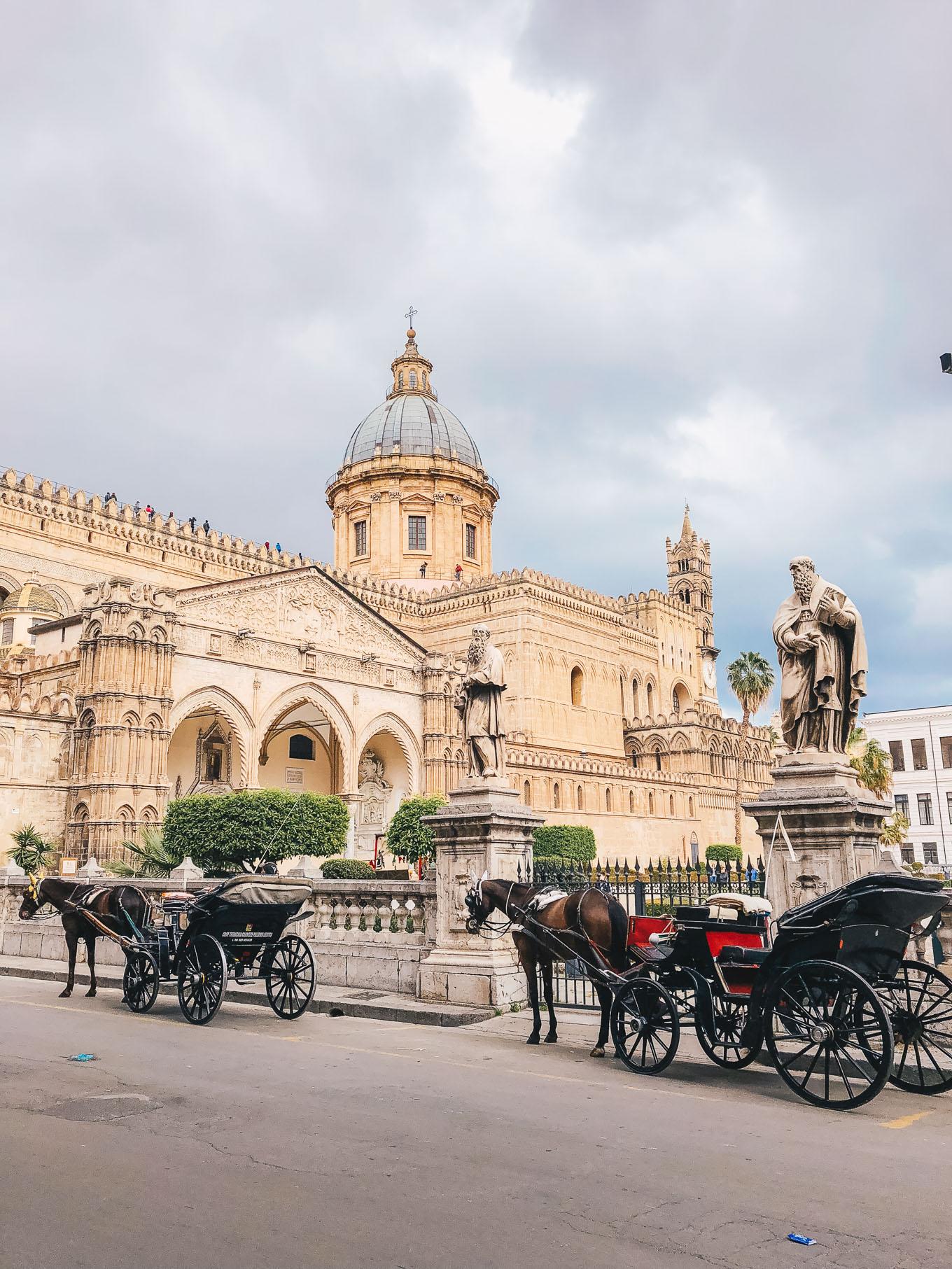 Catedralle di Palermo street