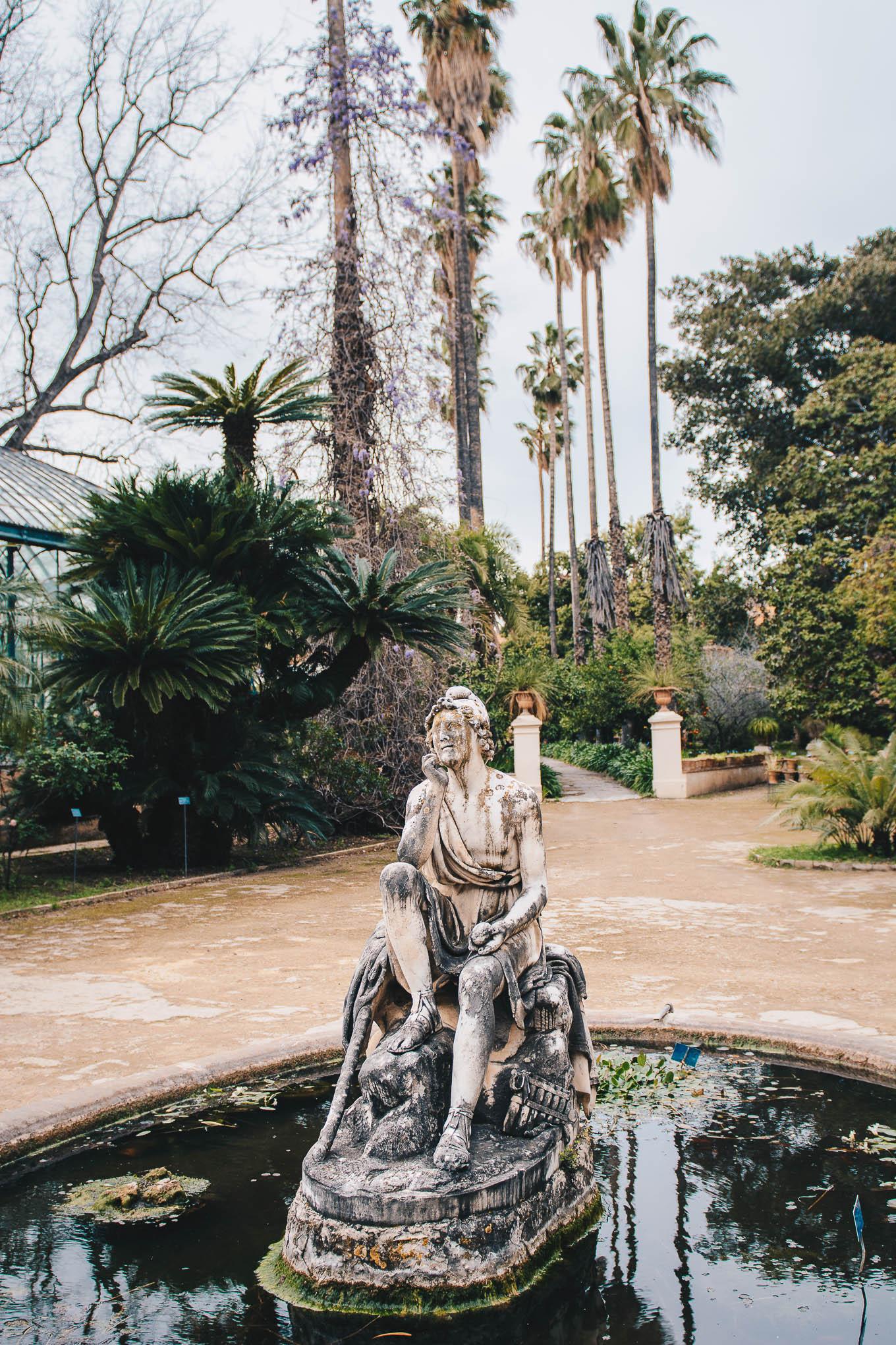 Palermo botanical garden statue