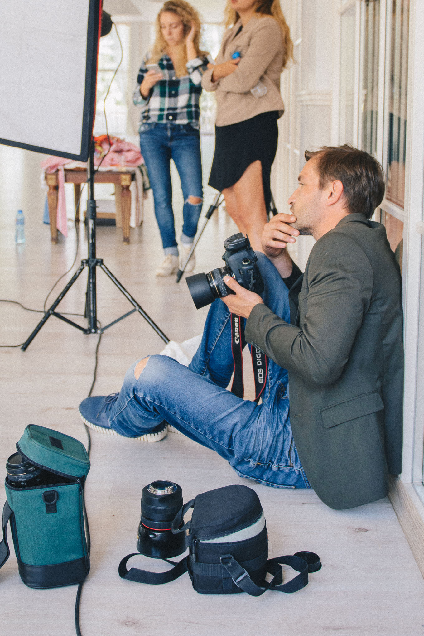 Behind the scene photographer
