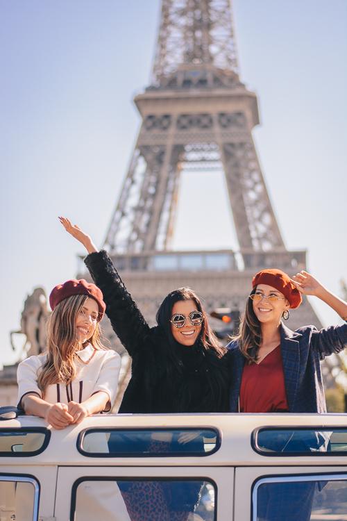 French girls eiffel tower
