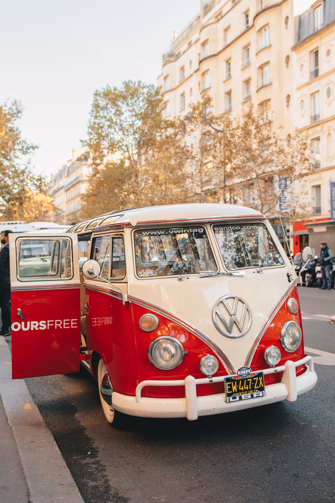 Retro VW California Paris tour