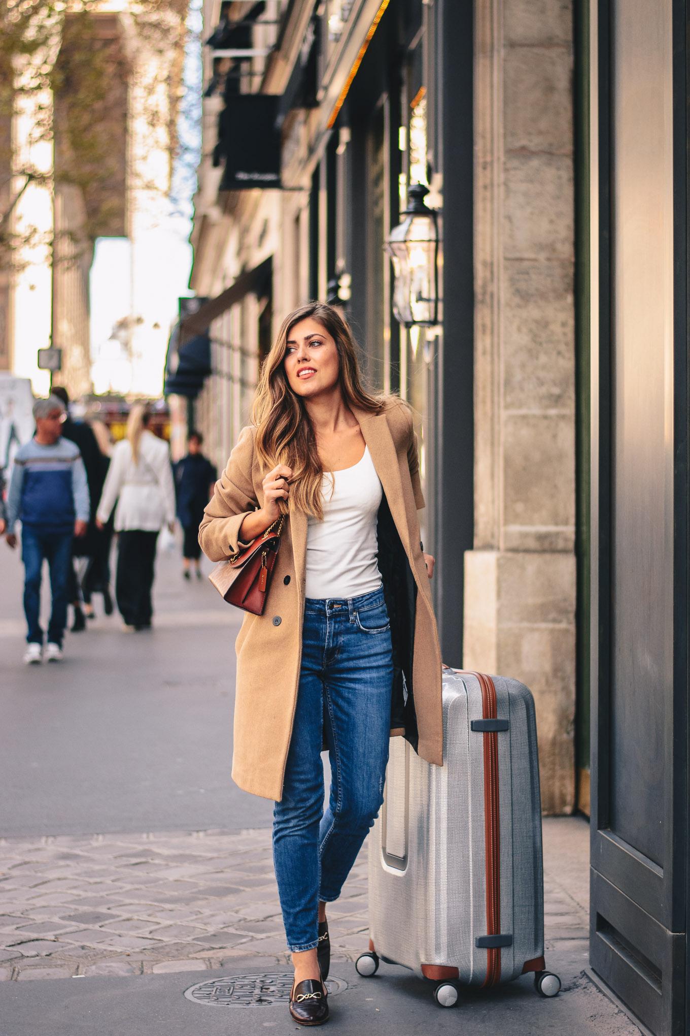 Travel blogger samsonite in Paris