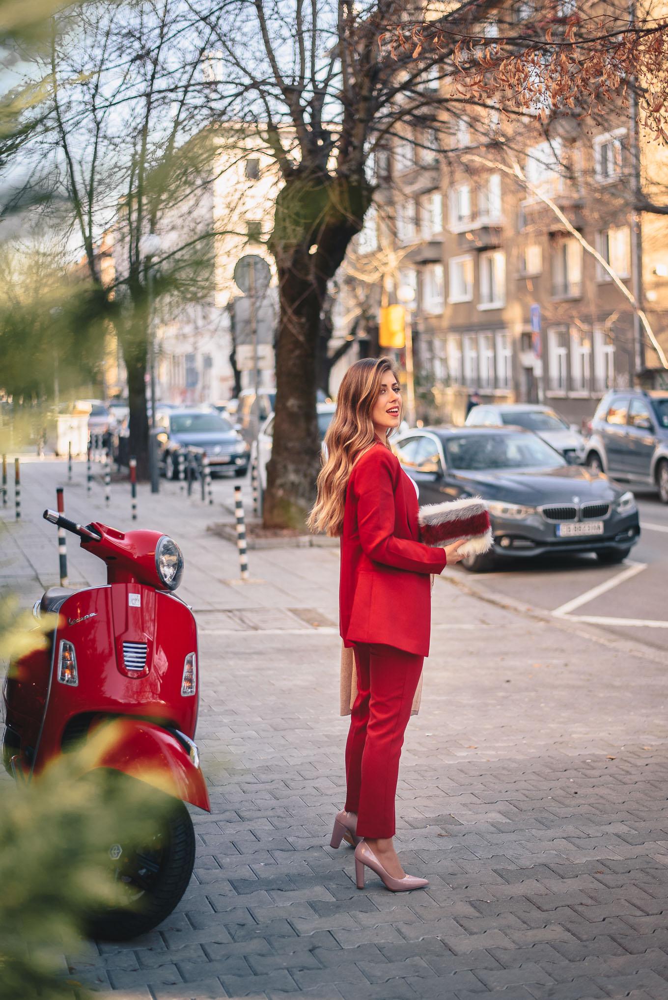 Red suit and holiday mood Denina Martin - ЧЕРВЕН КОСТЮМ ЗА ПРАЗНИЧНО НАСТРОЕНИЕ