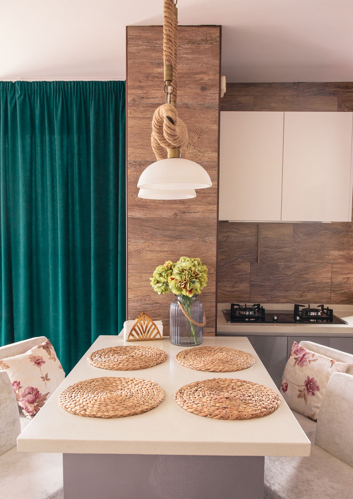 8 ways to make a smaller room larger
