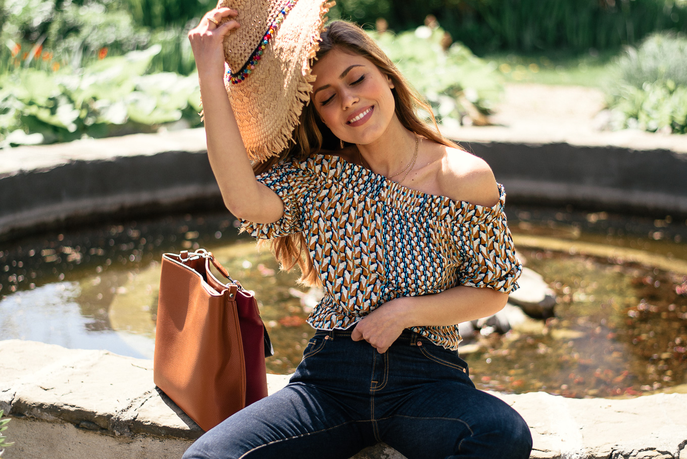 European fashion blogger wearing toatsted jeans